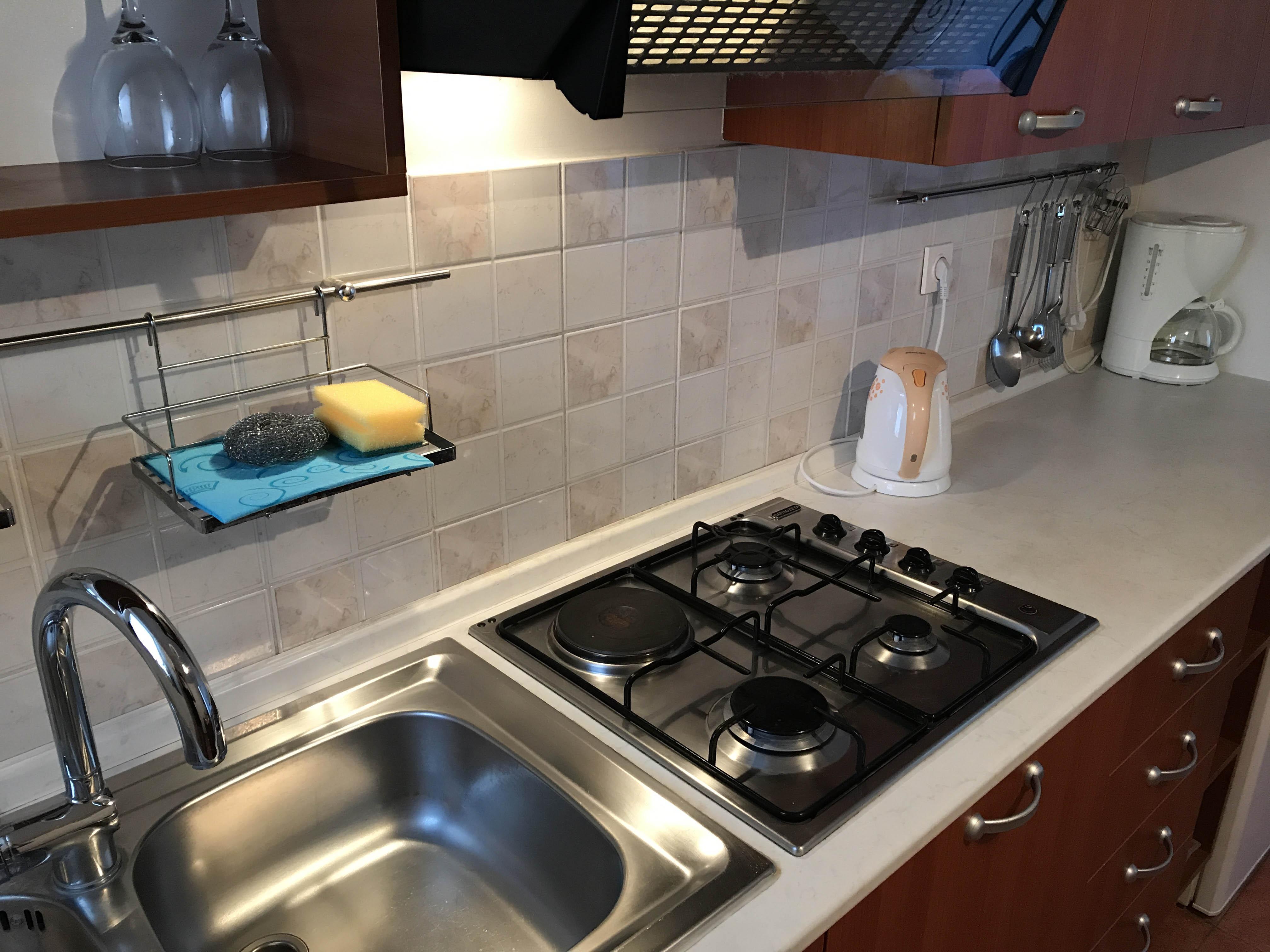 kitchen-in-apartment-2